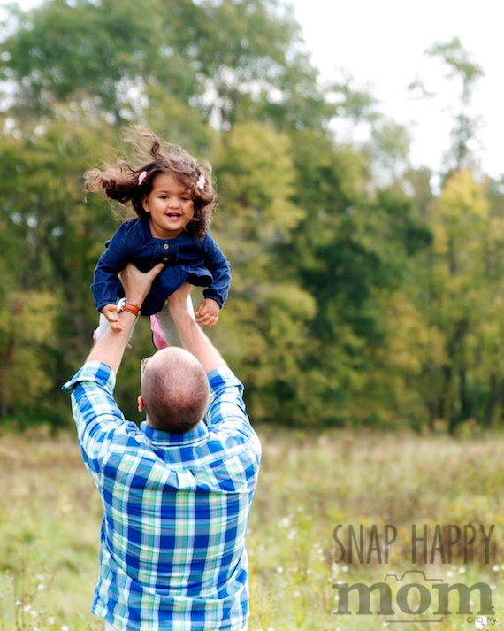 Sweet Family Pictures - www.SnapHappyMom.com