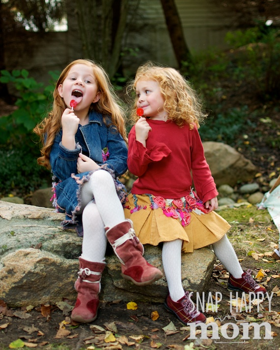 Sweet Sisters Pictures - www.SnapHappyMom.com