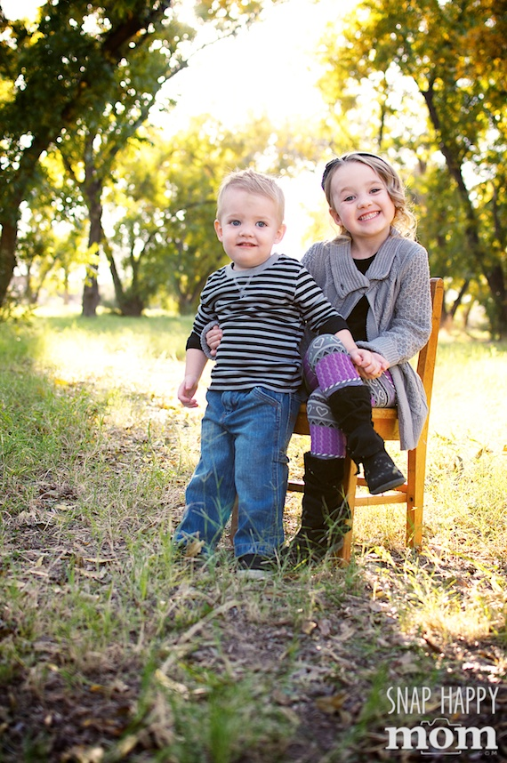 Encouraging Cooperation in Children's Portrait Sessions - www.SnapHappyMom.com