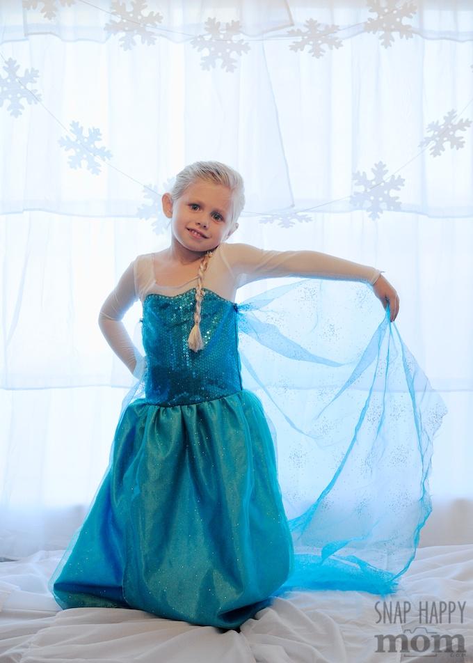 DIY Frozen Backdrop for Fancy Elsa Photos - SnapHappyMom.com