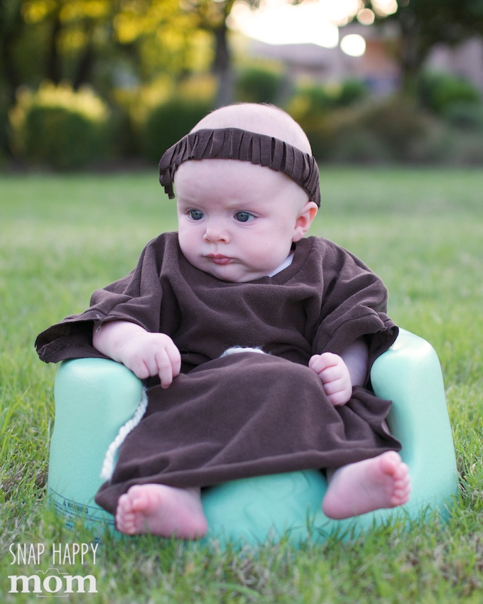 Robin Hood Family Costumes - a simple Friar Tuck costume for a baby - SnapHappyMom.  sc 1 st  Snap Happy Mom : baby robin costume  - Germanpascual.Com